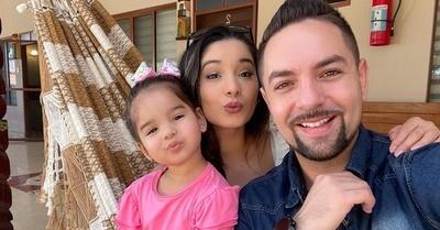 Fernando extraña horrores a Farah y Mariela