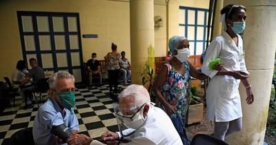 La Nación / Cuba tambalea con explosión de casos de COVID