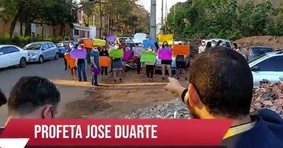 """La Nación / """"Profeta"""" de iglesia de Lambaré anunció """"muerte"""" de vecinos que reclaman contra fuertes ruidos"""