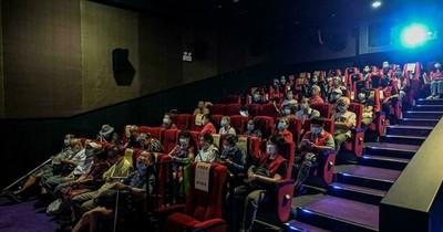 """La Nación / Cine chino permite a los ciegos """"ver"""" las películas"""