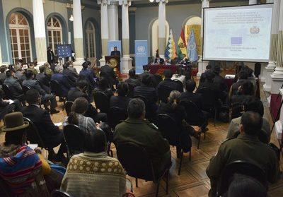Bolivia promete controlar los cultivos de hojas de coca tras el aumento en 2020