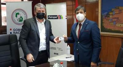 Más de 12.000 profesionales del IPS accederán al descuento de combustible de Petropar por un año