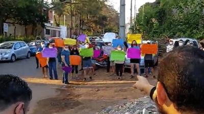 Vecinos exigen acciones tras denuncia a iglesia de Lambaré por polución sonora