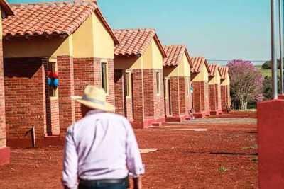 Familias de Santa María de Fe acceden a viviendas dignas construidas por el Gobierno