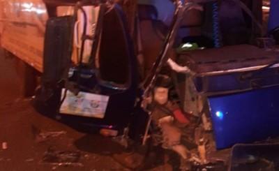 Conductor ebrio impacta contra camión estacionado en el Área 4
