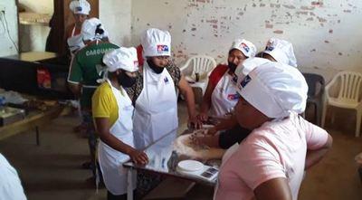 Mujeres de comunidades indígenas de Filadelfia participan del curso de panadería y confitería