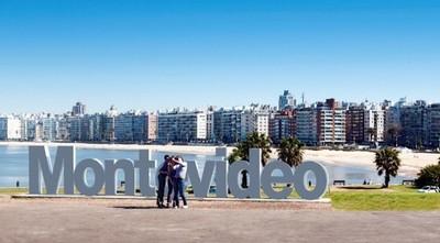 """Un Uruguay """"carísimo"""" reabre sus fronteras a los extranjeros después de un año y medio de cierre"""