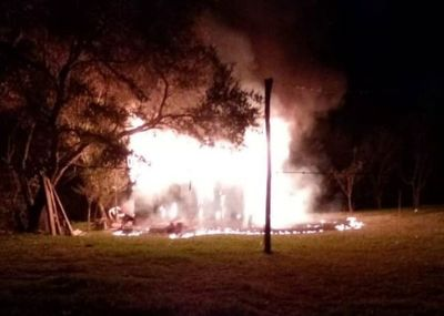 Desconocidos incendian vivienda en Minga Guazú