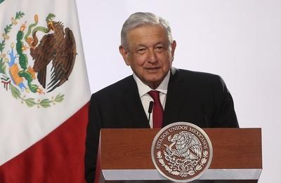 """Presidente de México presume sus múltiples """"récords históricos"""" en economía"""