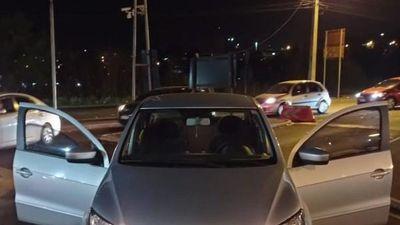 Policía de Brasil incauta dos vehículos robados en Puente de la Amistad