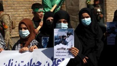 Medio centenar de mujeres protestaron en Afganistán para reclamar por sus derechos