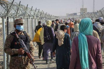 Pakistán fortifica su frontera con Afganistán