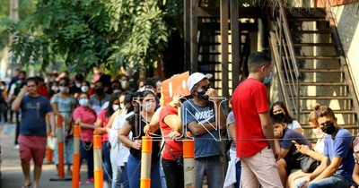 La Nación / Hasta 2.500 personas colman Identificaciones por día
