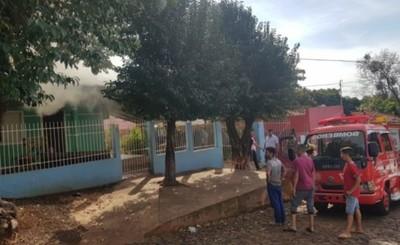 Corto circuito produce incendio parcial de una vivienda en Remansito