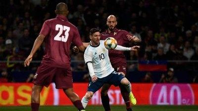 La Argentina de Messi visita a Venezuela que tiene nuevo DT
