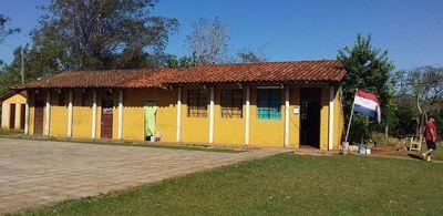 Preparan pollada para proveer agua y mejorar cercado  perimetral en una escuela de Santaní