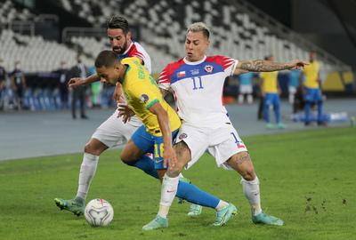 Chile y Brasil reeditan su encuentro en el cierre de la jornada