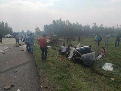 Dos muertos durante choque de tractocamión en Misiones