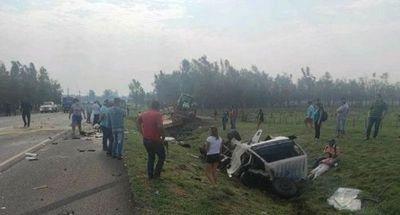 Dos fallecidos en aparatoso accidente de camiones en Misiones
