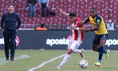 Paraguay no pudo con Ecuador y cayó sobre el final