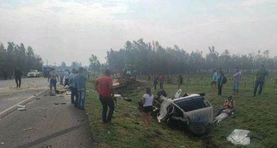 MISIONES: DOS FALLECIDOS EN APARATOSO ACCIDENTE DE CAMIONES