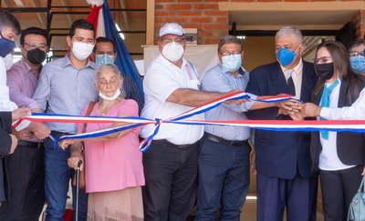 Gobernador inaugura aulas en Colegio de Juan Manuel Frutos