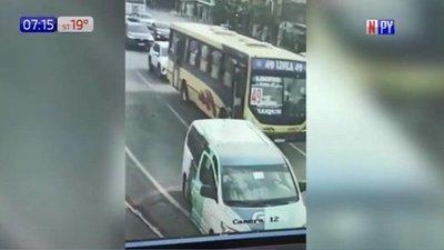De película: Delincuentes secuestran un autobús y protagonizan persecución
