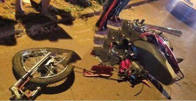 Haciendo piruetas en moto chocó de frente contra un vehículo y perdió la vida en PJC