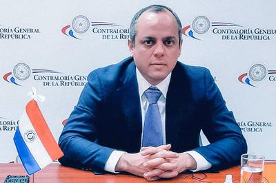 Camilo Benítez sigue en la Contraloría