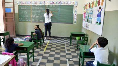 Pediatras exigen que docentes no vacunados no tengan contacto con niños