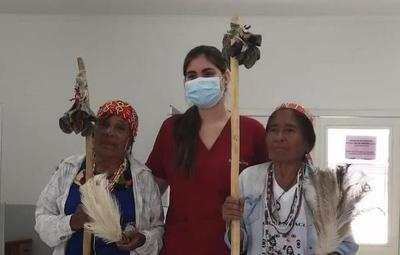 Como agradecimiento, mujeres Nivaclé homenajearon a médica