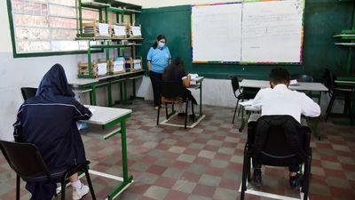 MEC ratifica que los docentes sin vacunas deben asistir igual a aulas