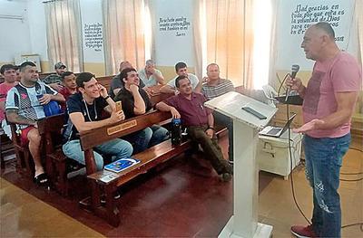 Un «loco» en la cárcel: Curso de DT de Fútbol en Tacumbú