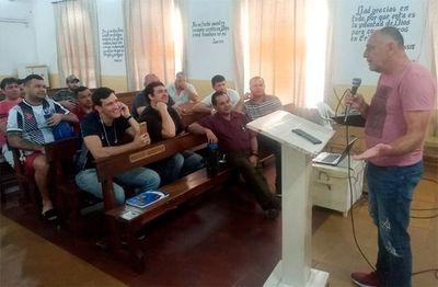 De las cárceles a los banquillos: reclusos toman curso de DT con figuras del fútbol paraguayo