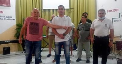 """La Nación / Gabriel """"El Loco"""" González brindó charla en el penal de Tacumbú durante curso de DT"""