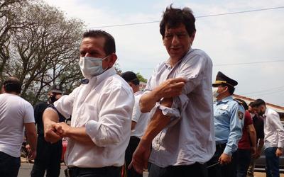 Crónica / [VIDEO] ¿Qué le pasa? Paraguayo Cubas cintareó jeyma a politiqueros