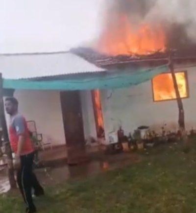 Fulminante rayo ocasionó incendio en una vivienda de San Ignacio, Misiones