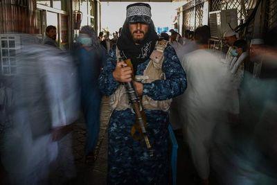 Afganistán: talibanes cumplen tres semanas en el poder sin un gobierno a la vista