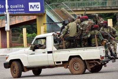 Unidad militar toma el poder en Guinea y disuelve la Constitución
