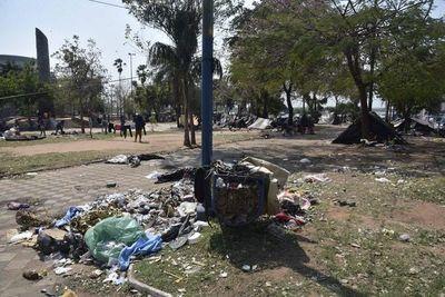 Hay voluntad política para desocupar plazas, dice la municipalidad