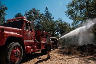 Vinicultores de California combaten los incendios por su propia cuenta