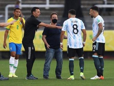 El partido entre Brasil y Argentina quedó interrumpido a los 6 minutos de juego por el ingreso de autoridades sanitarias