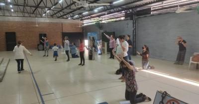 La Nación / Polémica iglesia de Lambaré continúa con sus cultos a pesar de haber sido clausurada