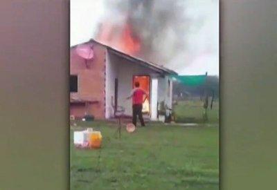 Rayo causa incendio en una vivienda