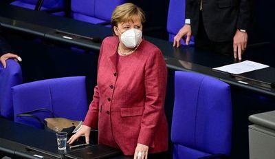 Merkel propuso negociar con los talibanes para continuar con las evacuaciones