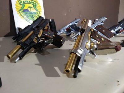 Detienen a paraguayas que llevaban pistolas bañadas en oro