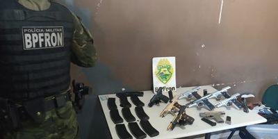 Detienen a paraguayas con pistolas enchapadas en oro