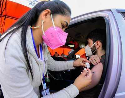 Continúa aplicación de primera dosis para embarazadas, docentes y población de 20 a 34 años