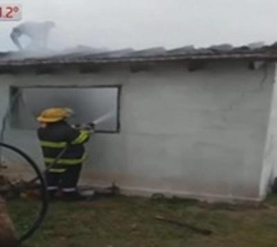 Cae rayo sobre vivienda y provoca incendio