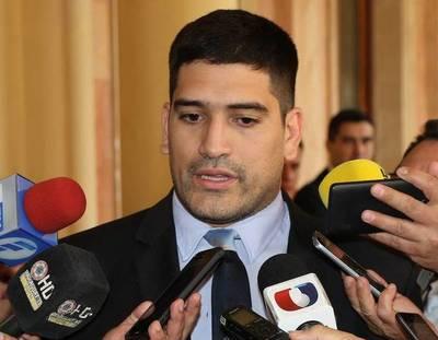 Mauri Espínola expresó disconformidad por dichos de Cartes en Oviedo